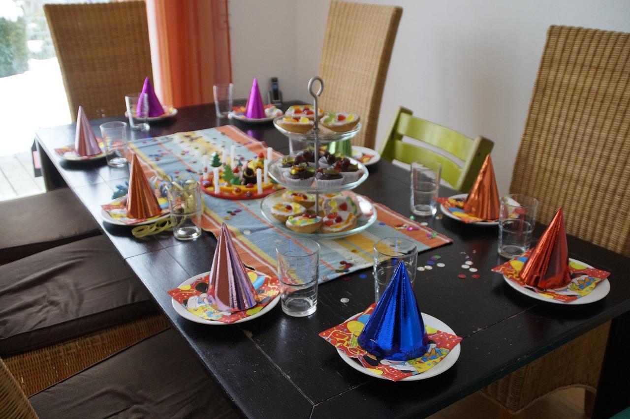 איך לעצב שולחן יום הולדת יוקרתי בזול